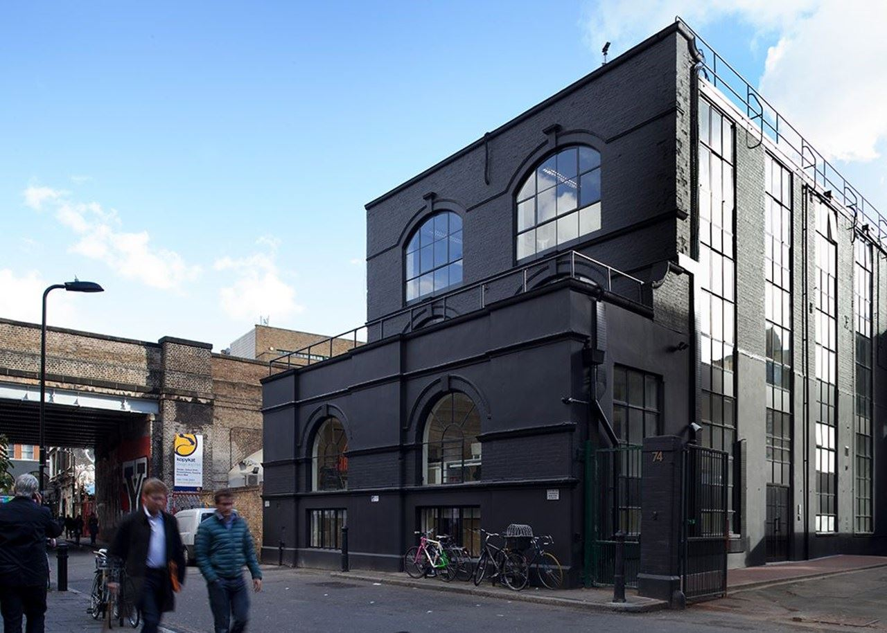 BLACK-WHITE-74-RIVINGTON-STREET-SHOREDITCH-EC2A-3AY-17019375-3_800X600