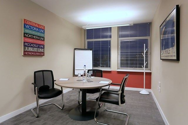 RIVERBANK-MEETING-ROOM