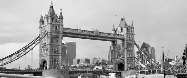 TOWER-BRIDGE-FROM-BUTLERS-WHARF-BW-01.11.17-CROPPED